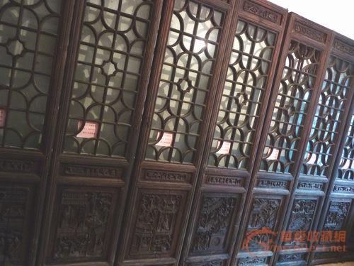"""工艺繁锁,材质厚重.""""二十四孝图木雕""""八片门窗完整的非常稀少."""