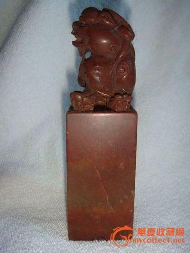 石狮/描述:产品尺寸:高12.3cm宽3.6cm 巴林石兽纽印章,见光微透...