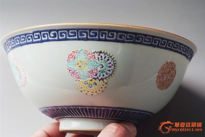 料彩皮球花纹敞口碗