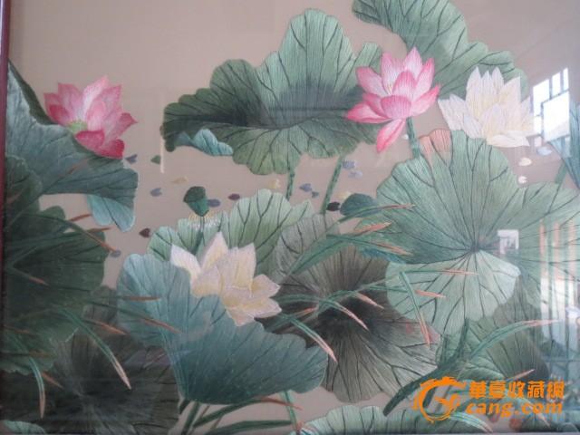 《鸳鸯/荷花》/纯手工刺绣画/框心360°旋转老红木雕刻框架