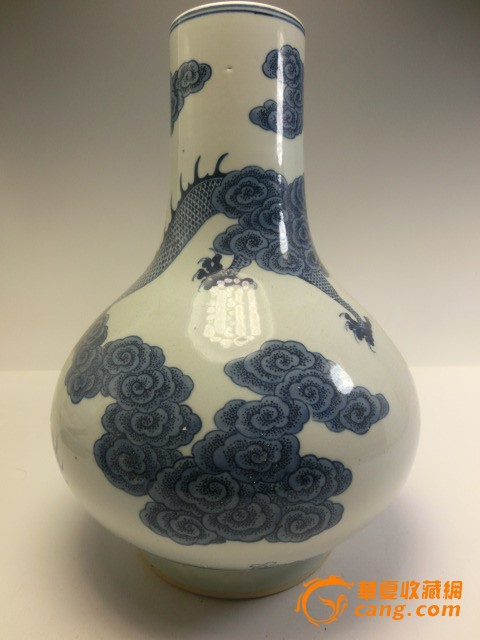 清代乾隆青花瓷龙天球瓶子 清代乾隆青花瓷龙天球瓶子价格 清代乾隆