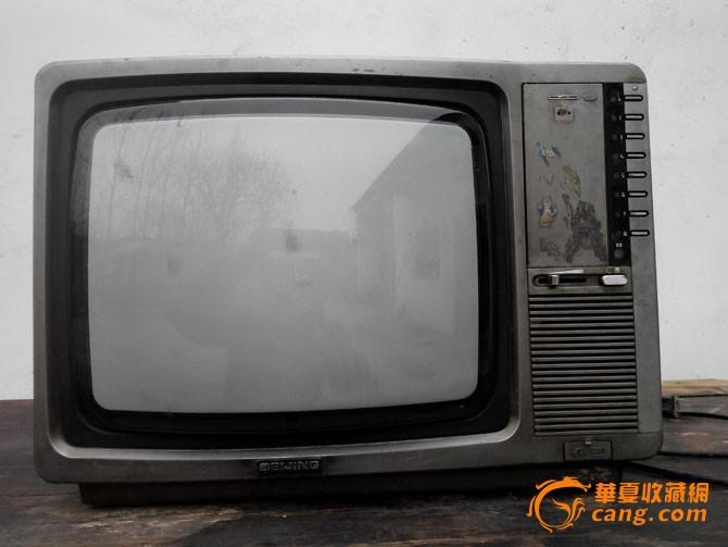 北京牌木框黑白电视