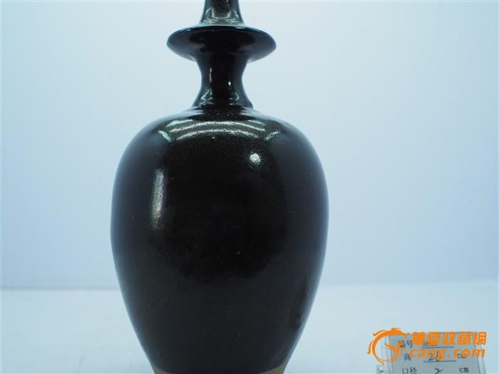 给瓷瓶设计美丽的花纹图案