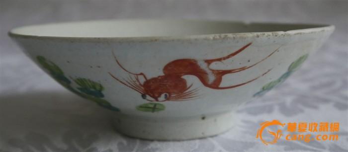 淸中期五彩手绘金鱼纹碗