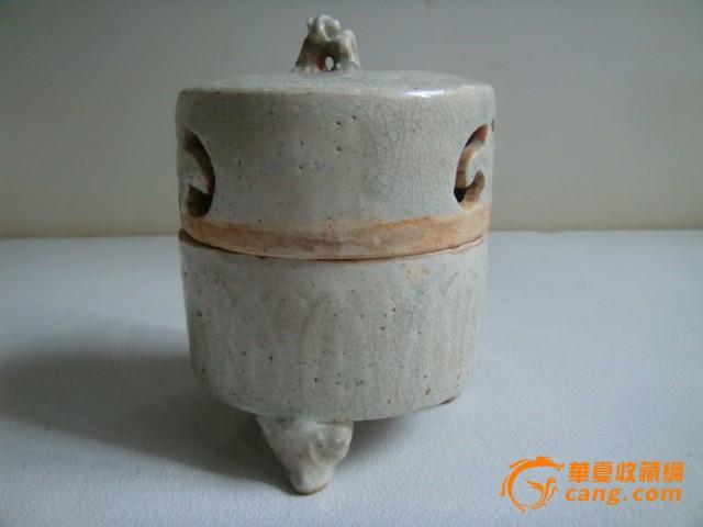 宋青白釉镂空剔花纹三足熏香炉