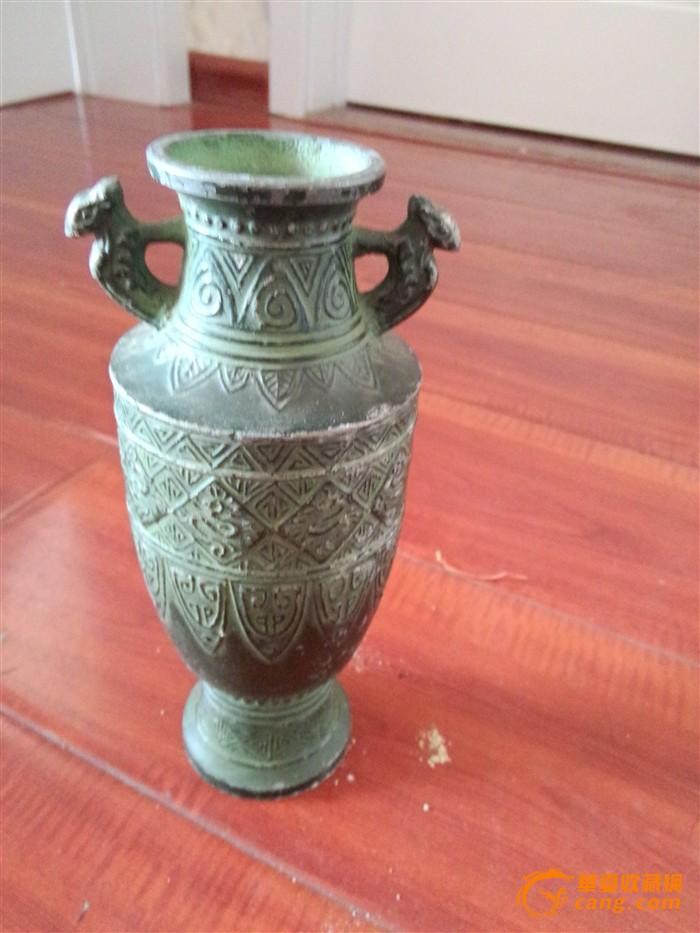 银饰立体浮雕花瓶