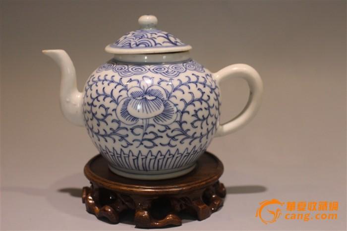 嘉庆青花白描缠枝莲茶壶