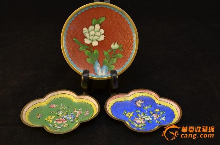 清晚 景泰蓝花卉纹小碟和一对铜胎画珐琅小碟共三件-图1