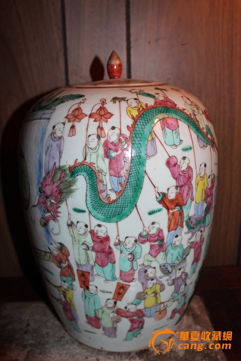 清代粉彩百子戏龙瓶图1