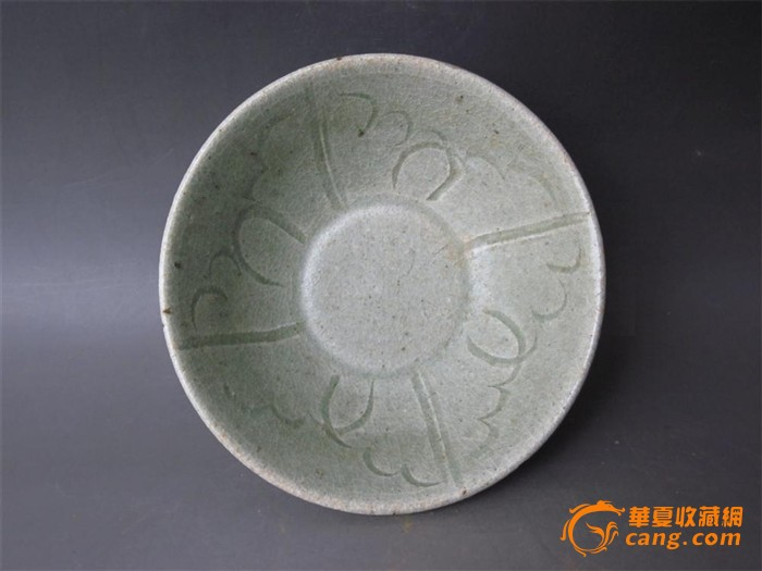 宋代同安窑青瓷刻花纹碗