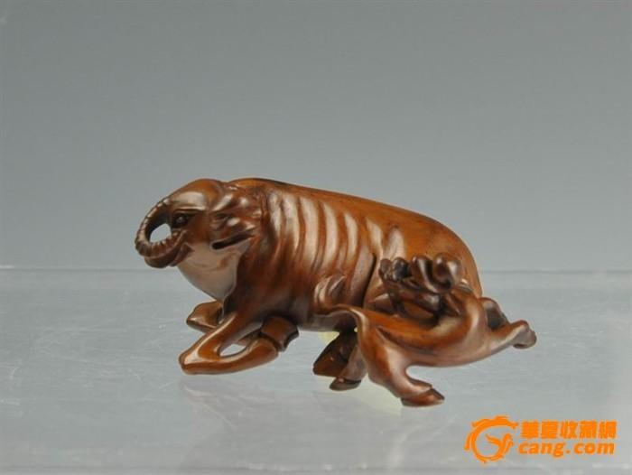 清代黄杨木雕牛摆件