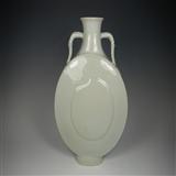 清乾隆 影青釉桃形抱月瓶